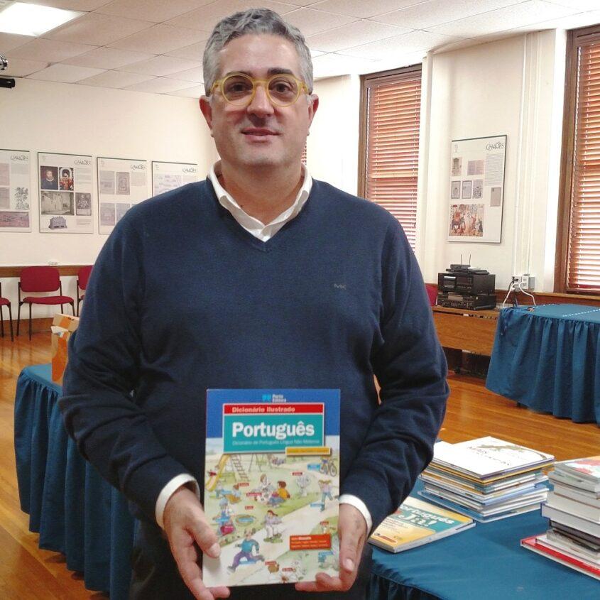 AUDIO: Escolas comunitárias recebem livros infantojuvenis
