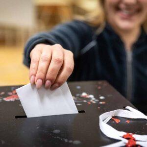"""Presidenciais: Deputados socialistas admitem """"ajustamentos"""" na votação dos emigrantes"""
